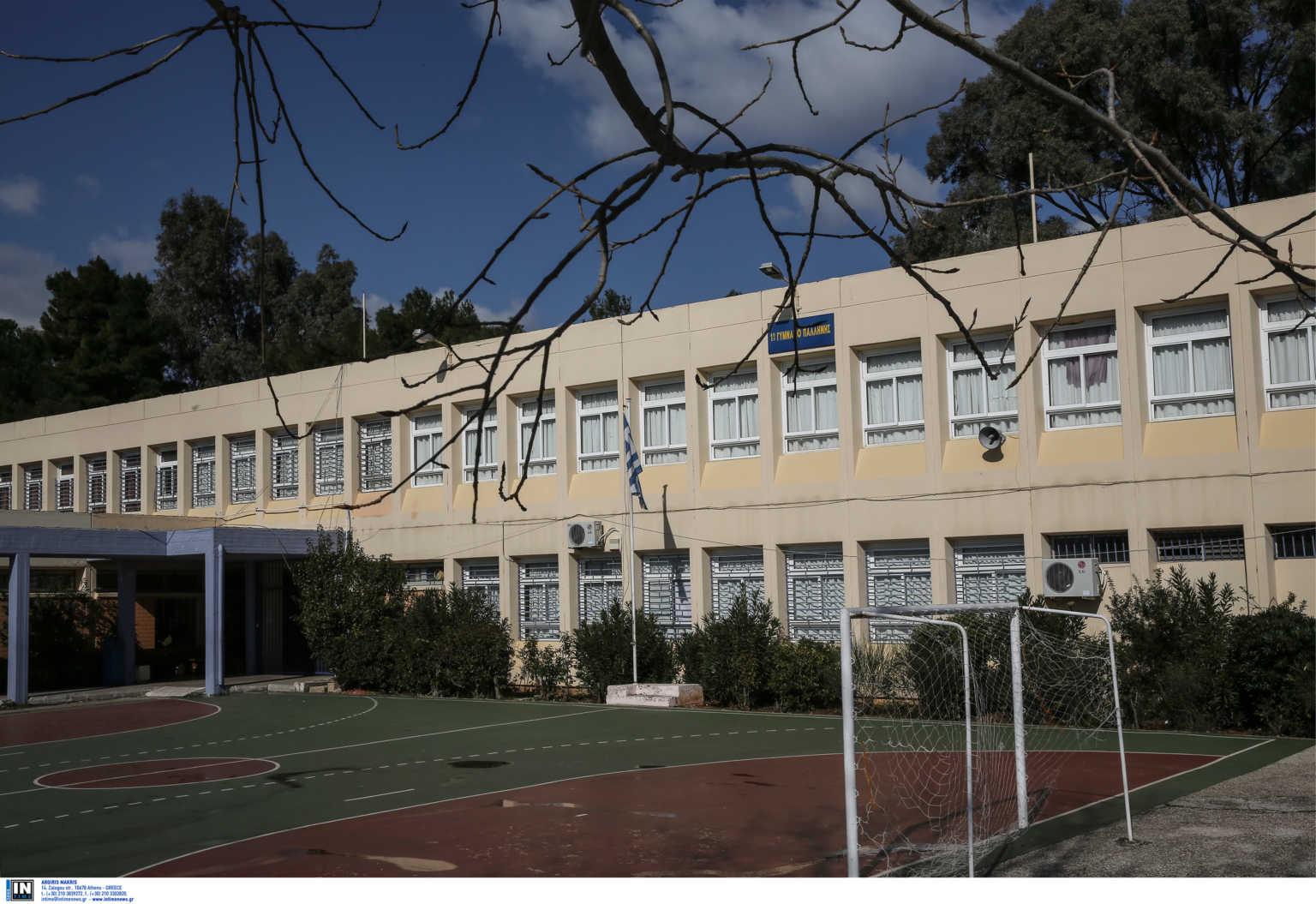 Αγρίνιο: Μπούκαραν σε σχολείο, έγραψαν βρισιές στον πίνακα και έκαψαν χάρτη