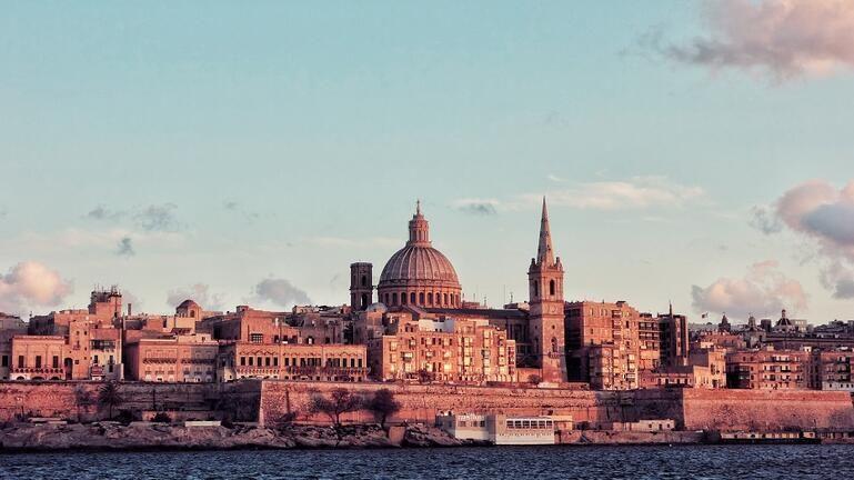 Η Μάλτα πληρώνει έως… 200 ευρώ τους τουρίστες για διακοπές στη χώρα!