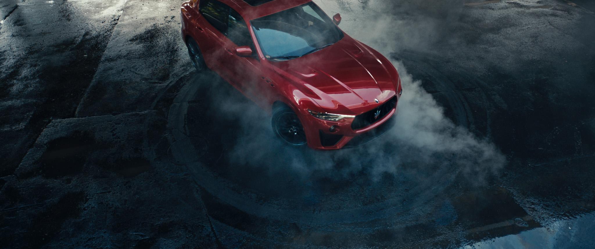 Δείτε τον David Beckham να «καίει» τα λάστιχα μιας Maserati (video)