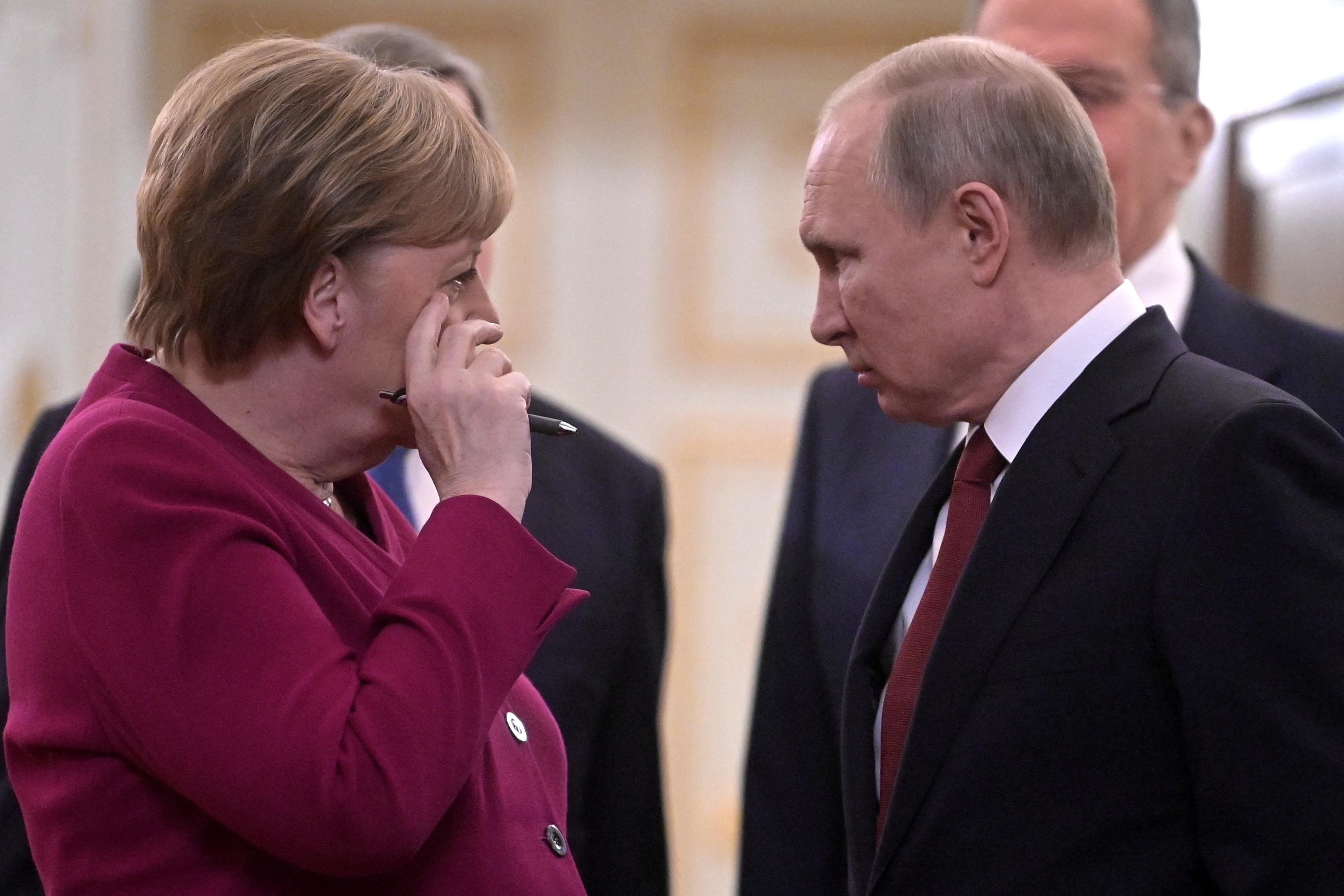 Πούτιν σε Μέρκελ: Δικό μας θέμα η μετακίνηση του στρατού οπουδήποτε στη Ρωσία