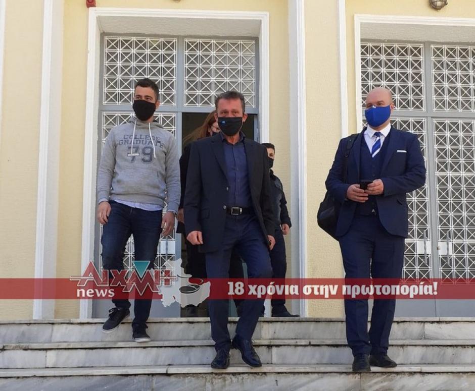 Μεσολόγγι: Άναψαν φωτιές οι συλλήψεις μουσικών σε εκδήλωση – Αναβλήθηκε η δίκη τους (video)