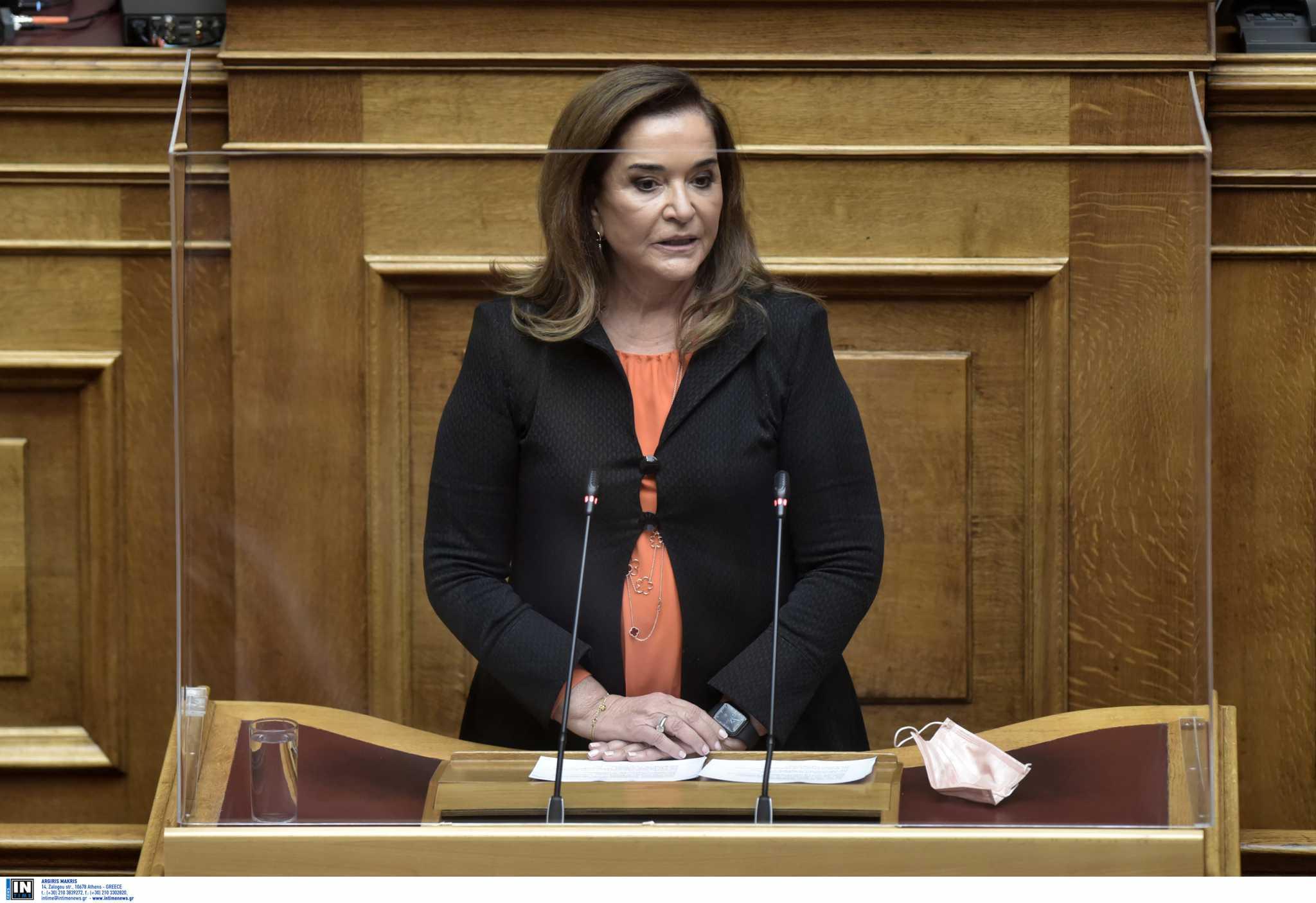 Μπακογιάννη για Πάσχα στην Κρήτη: Θα κάνω ό,τι πει ο πρωθυπουργός μετά το «ξύλο» που έχω φάει