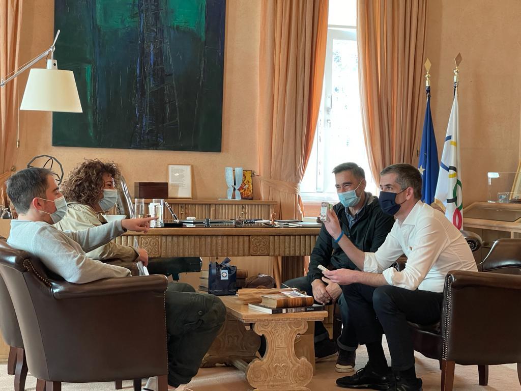 """Παγκόσμια Ημέρα Αυτισμού: Οι μπάρες του 3S """"γλύκαναν"""" το Δημαρχείο της Αθήνας"""