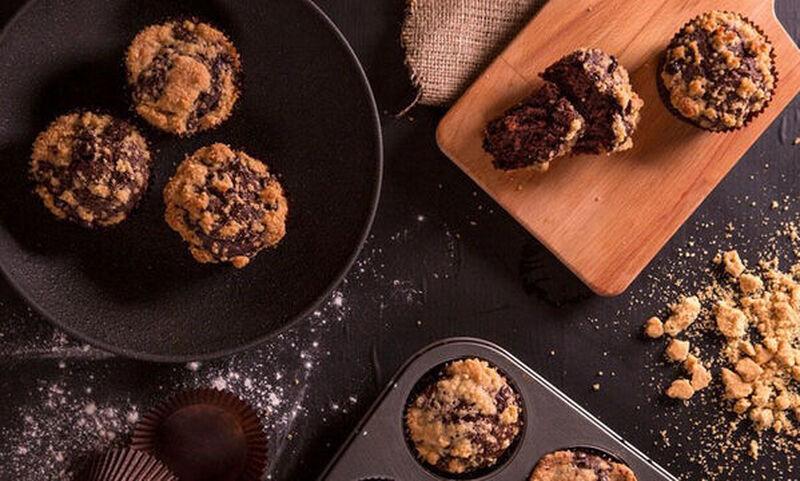 Άκης Πετρετζίκης: Muffins με σοκολάτα και μπανάνα