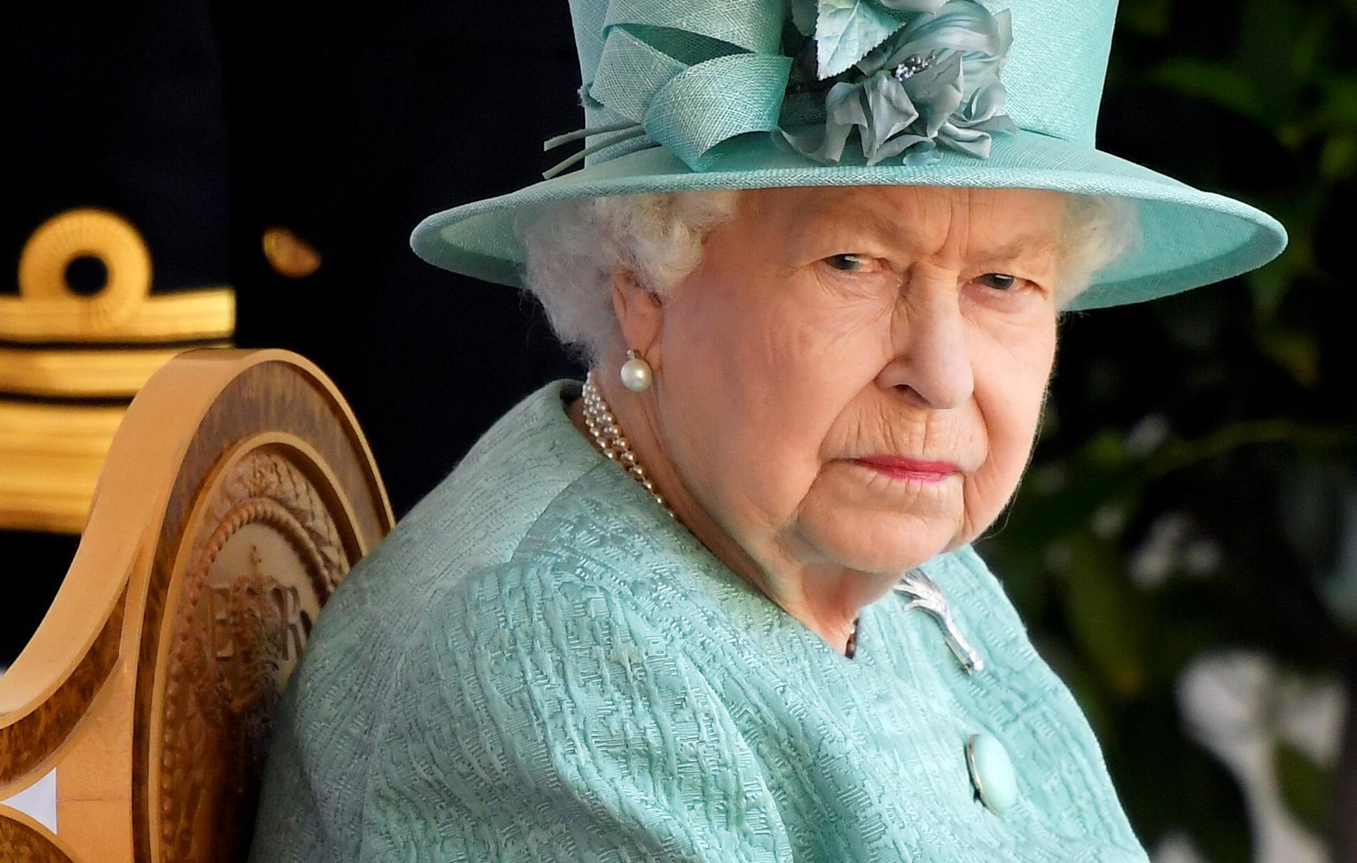 «Τα πήρε» η Ελισάβετ – Κανείς δεν θα φορέσει στολή στην κηδεία μετά τα τερτίπια του Πρίγκιπα Άντριου