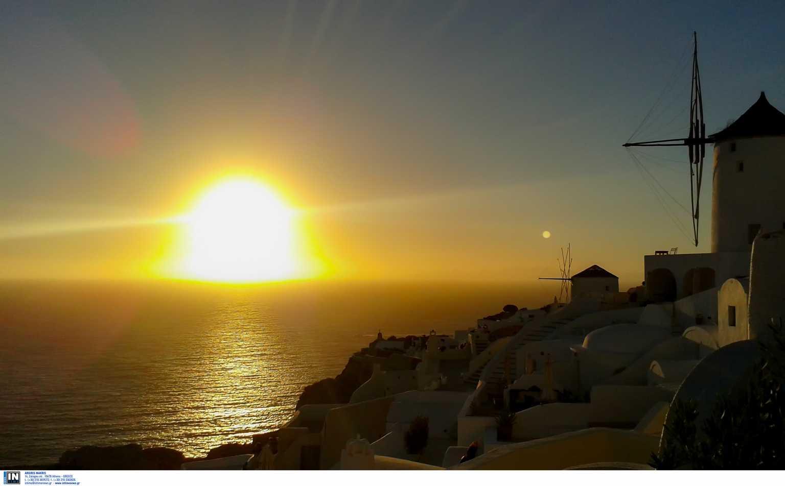 Γερμανικά ΜΜΕ για ελληνικό τουρισμό: «Οι επισκέπτες κάθονται πάνω σε έτοιμες βαλίτσες»