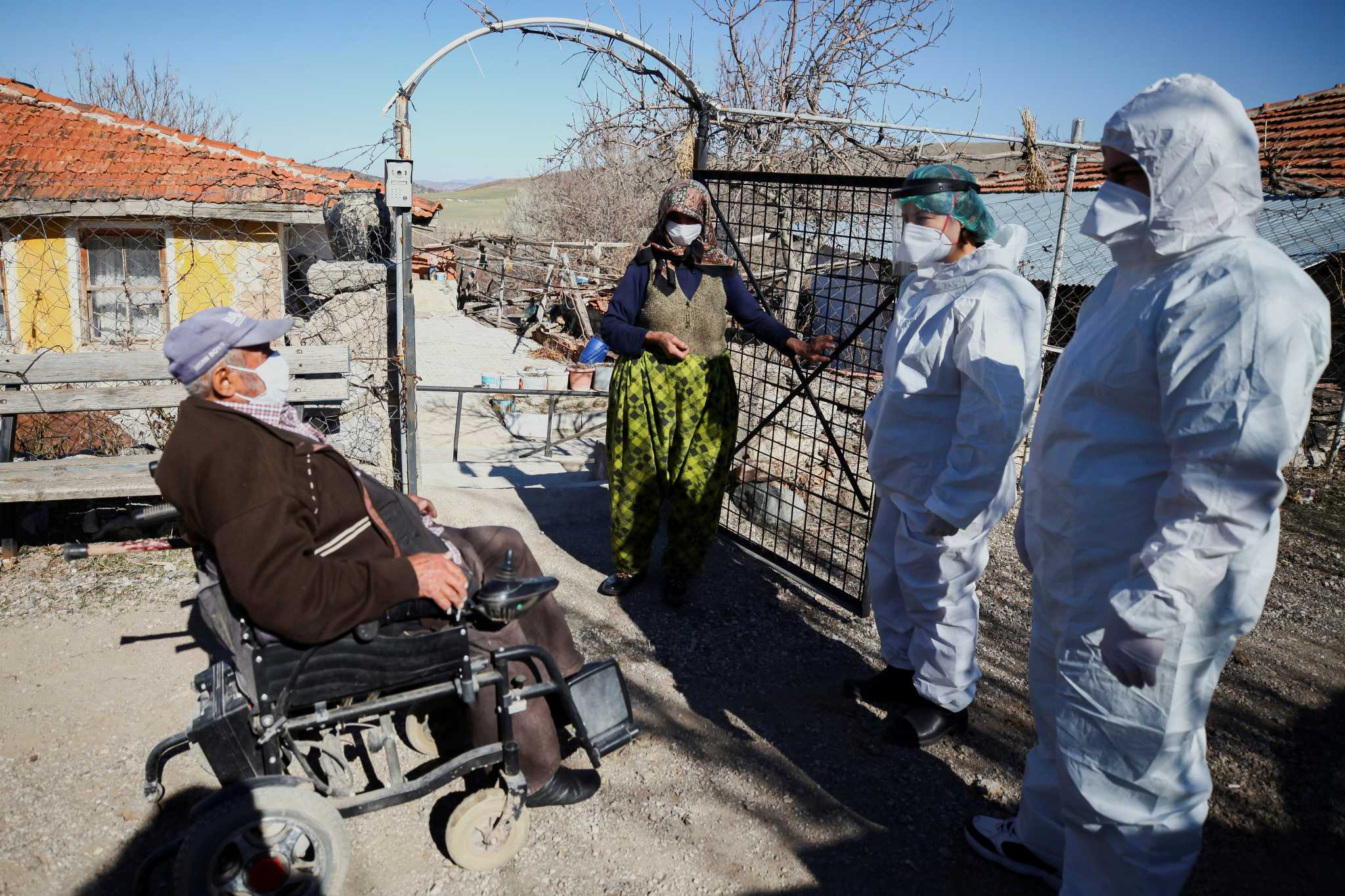 Τουρκία: Ανεξέλεγκτος ο κορονοϊός και «πυρά» ειδικών κατά Ερντογάν (pics)