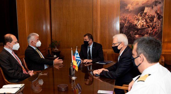 Παναγιωτόπουλος: Ο ΥΕΘΑ συναντήθηκε με τον Γερμανό πρέσβη για εξοπλιστικά [pic]