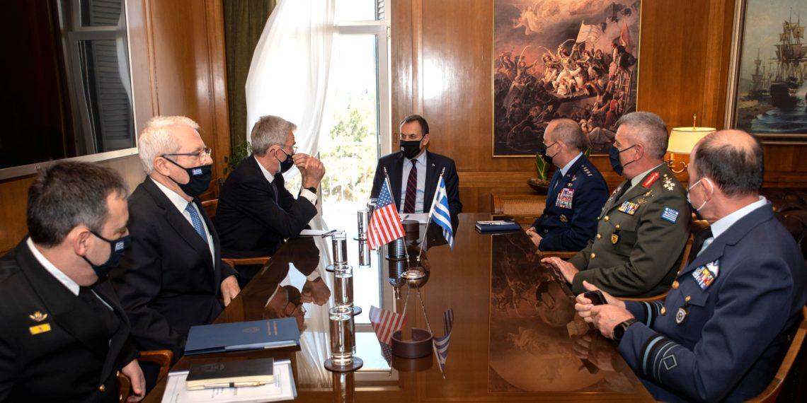 ΥΕΘΑ: Σημαντική συνάντηση με Πάιατ – Στην ατζέντα και η αμυντική συμφωνία MDCA [pics]
