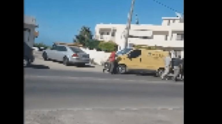 Βίντεο: Βγήκαν τα τσεκούρια στη μέση του δρόμου!