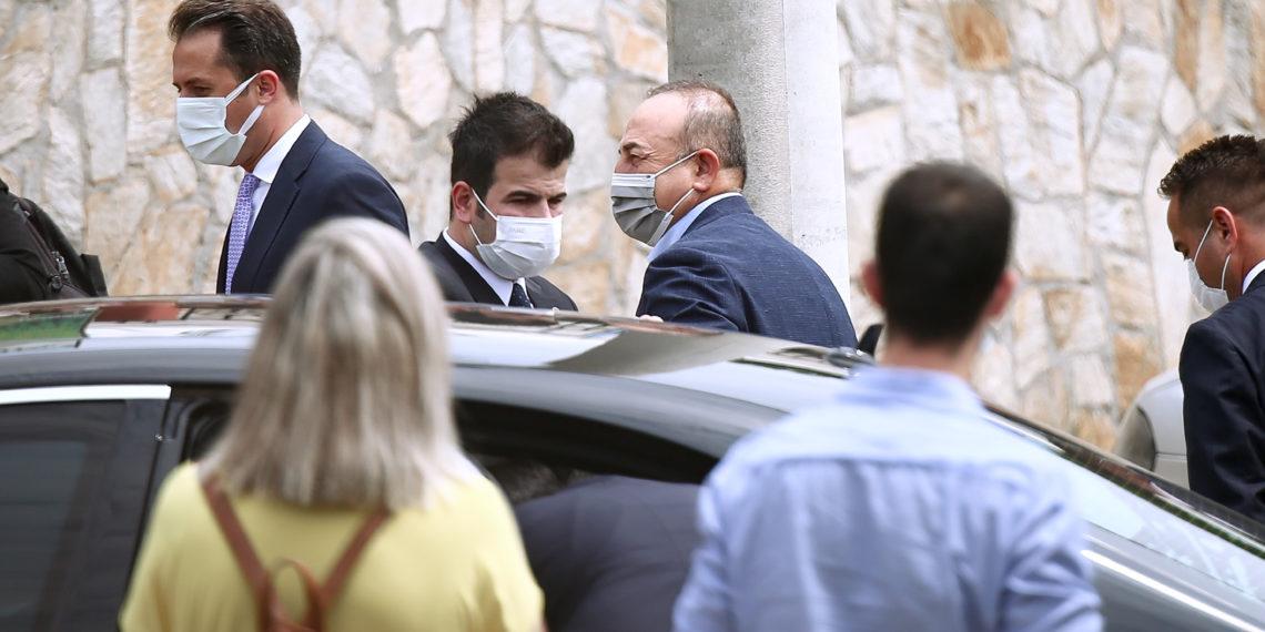 Τσαβούσογλου: Συνάντησε τους ψευδομουφτήδες στο τουρκικό προξενείο Κομοτηνής