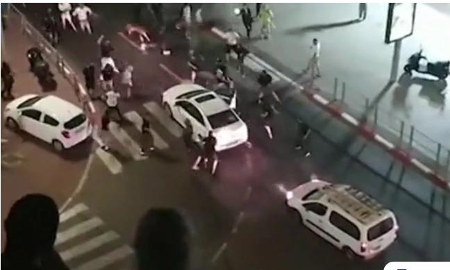 Συγκλονίζει η βία στο Ισραήλ: Πλήθος λιντσάρει οδηγό που «προσπάθησε να το χτυπήσει με το αυτοκίνητο»