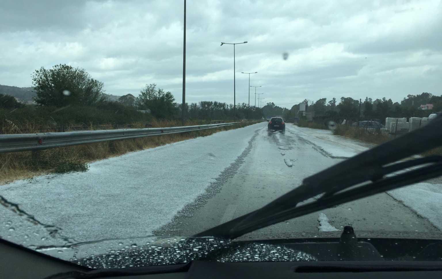 Κεφαλoνιά – Καιρός: Δρόμοι ποτάμια από καταιγίδα και χαλάζι – Κεραυνοί «γύρισαν» αεροπλάνο στην Αθήνα (video)
