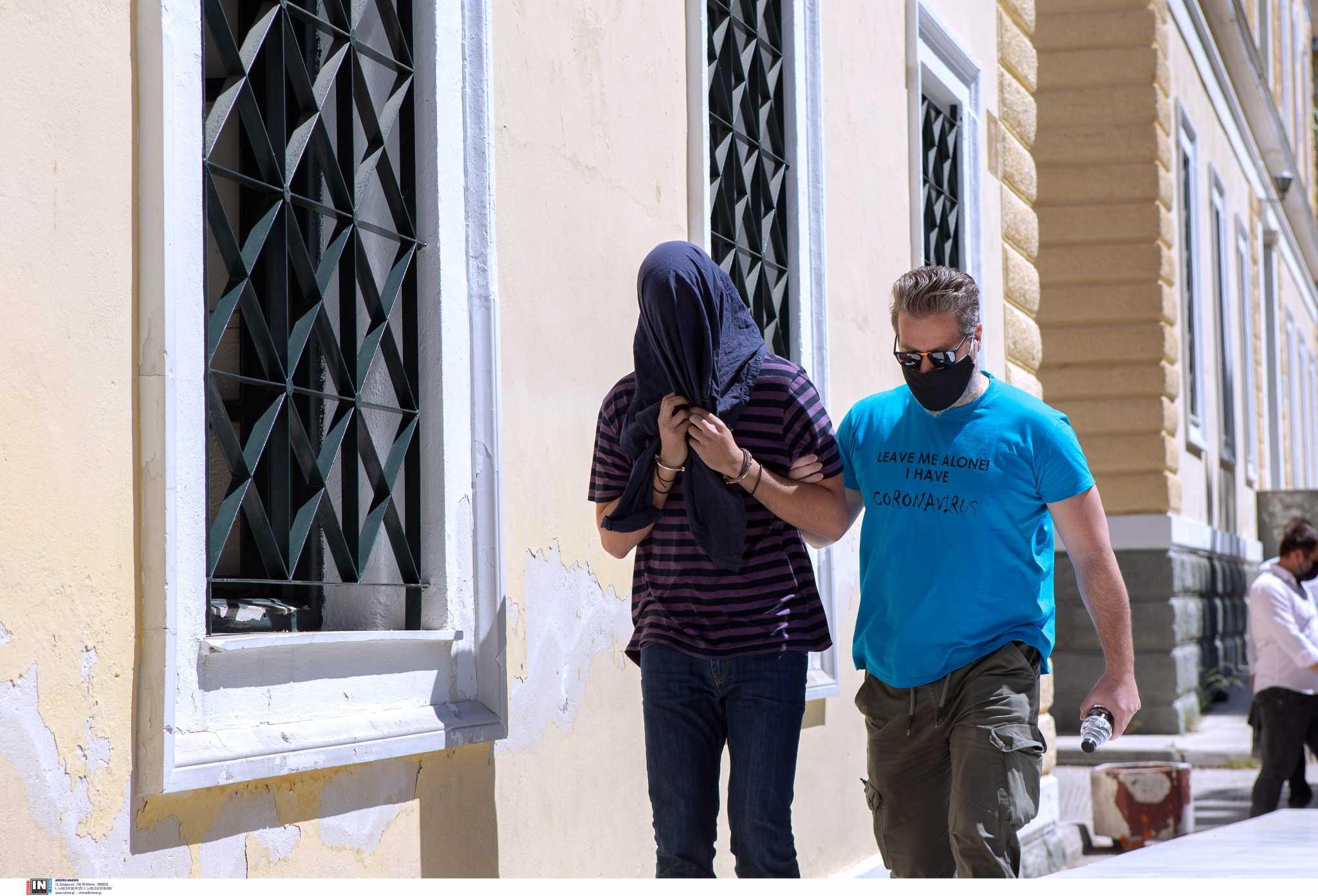 Νέα Σμύρνη: Συγκλονιστική μαρτυρία για τον 22χρονο επιδειξία – «Με έπιασε από το λαιμό»