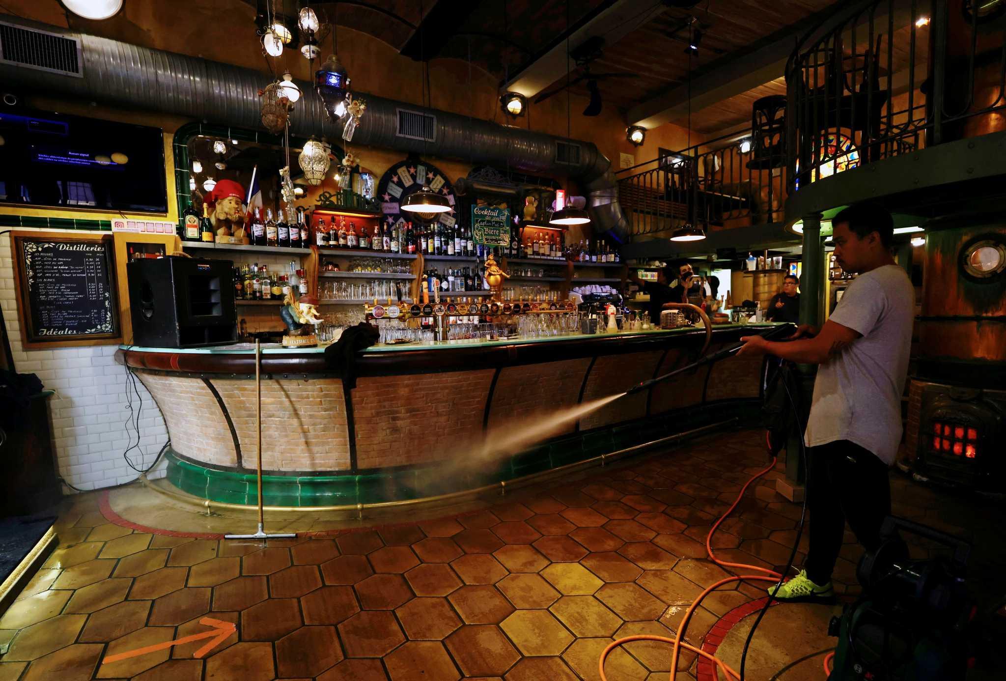 Γαλλία: Μπαρ και εστιατόρια ανεβάζουν ρολά – 20 τα κρούσματα της «ινδικής» μετάλλαξης