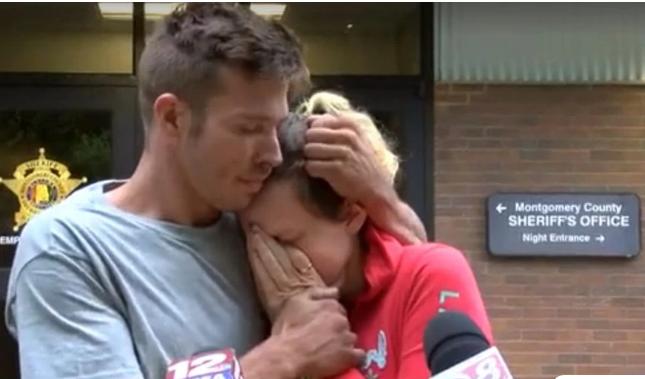 Πατέρας ικέτευε δημόσια για τον αγνοούμενο 5 εβδομάδων γιο του και συνελήφθη για τον θάνατό του