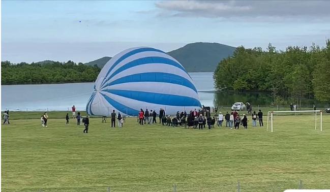 Τρίκαλα: Η μεγαλύτερη ελληνική σημαία στον κόσμο υψώθηκε στη λίμνη Πλαστήρα – Δείτε βίντεο