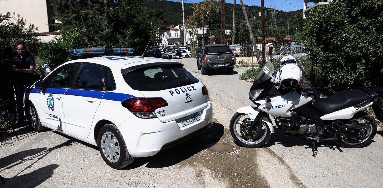 Γλυκά Νερά: Οι αστυνομικοί βρήκαν το μωρό να σκουντάει τη μητέρα του για να ξυπνήσει