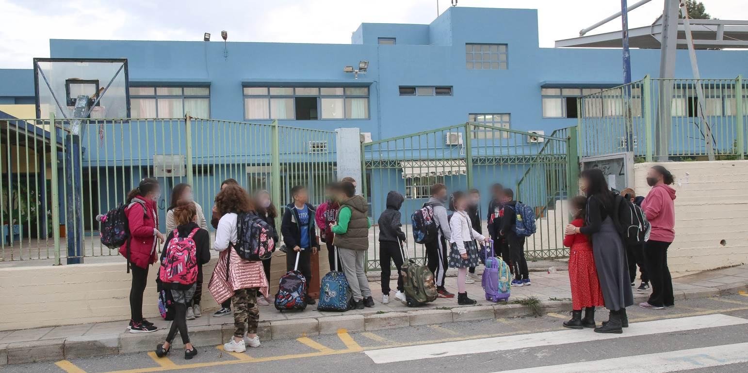 Σεξουαλική παρενόχληση δασκάλου σε μαθήτριες δημοτικού: Τα σοκαριστικά μηνύματα που έστελνε