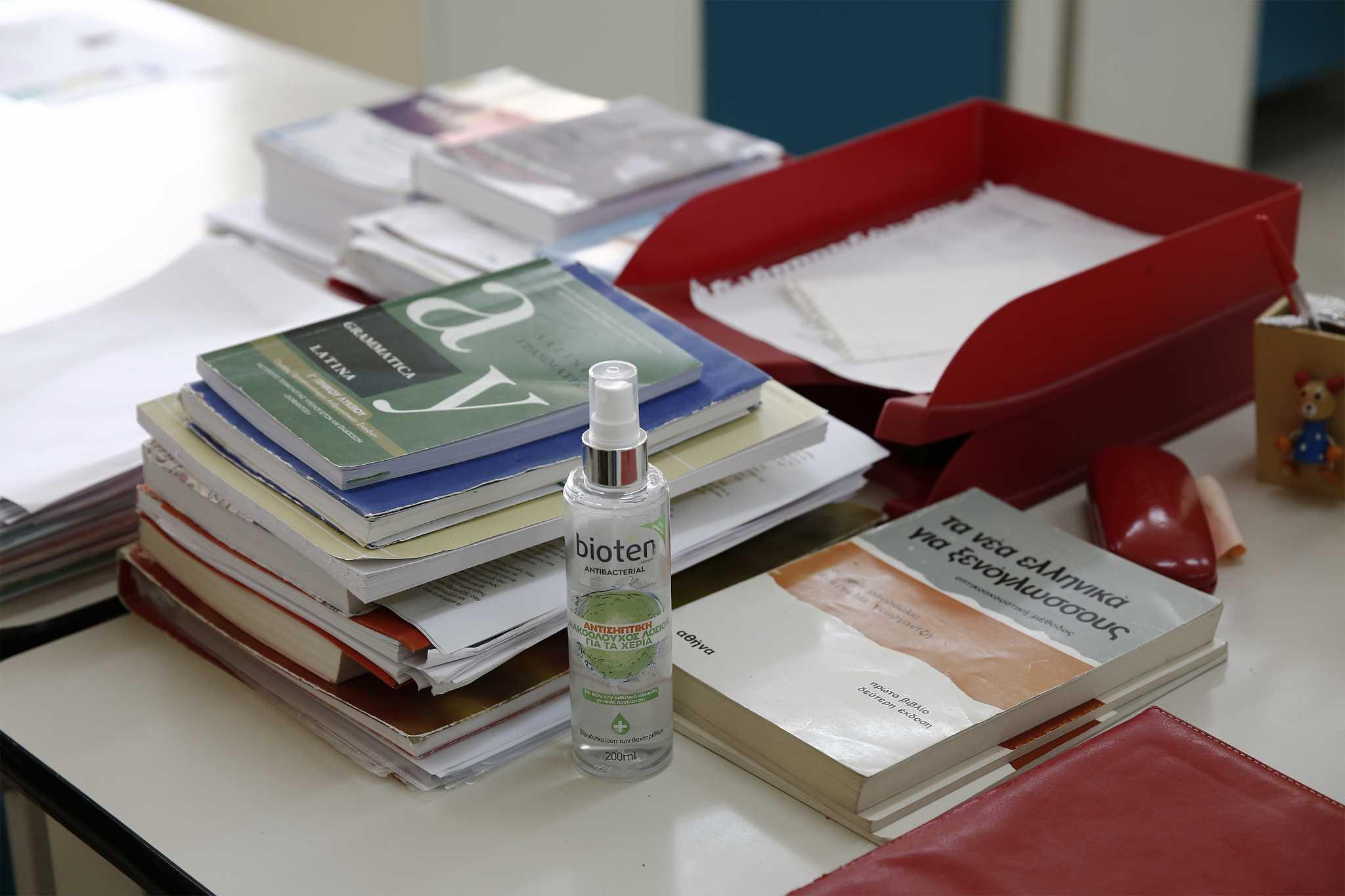 Ηράκλειο: Το τερμάτισε η καθηγήτρια «αρνήτρια» του κορονοϊού – Χαμός σε σχολείο και μήνυση στον διεθυντή