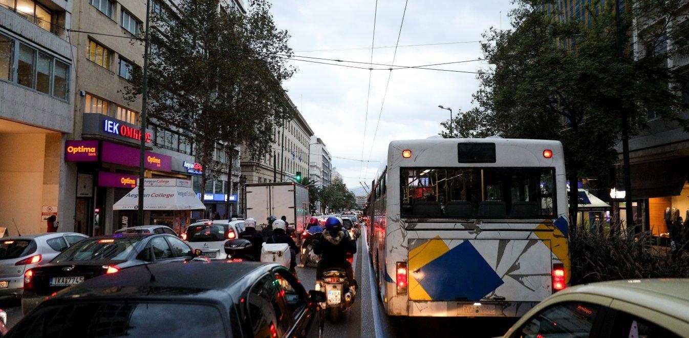Κίνηση στους δρόμους: Παρέλυσε η Αθήνα από την απεργία στα Μέσα Μεταφοράς