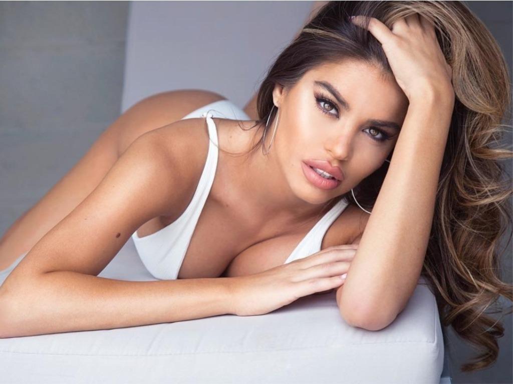 Η σέξι ρεπόρτερ που τρελαίνει το ανδρικό κοινό στο Instagram