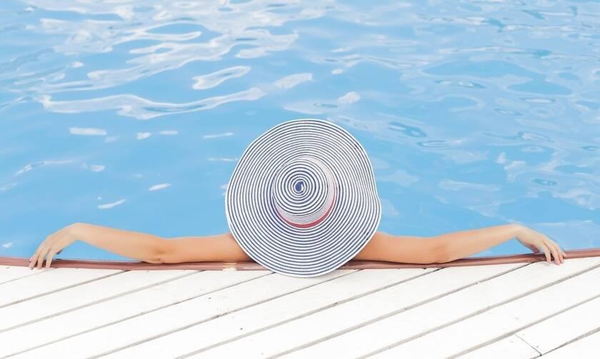 Τουρισμός: Ανάρπαστες οι βίλες με πισίνα το καλοκαίρι – Μειωμένες τιμές σε Μύκονο και Σαντορίνη