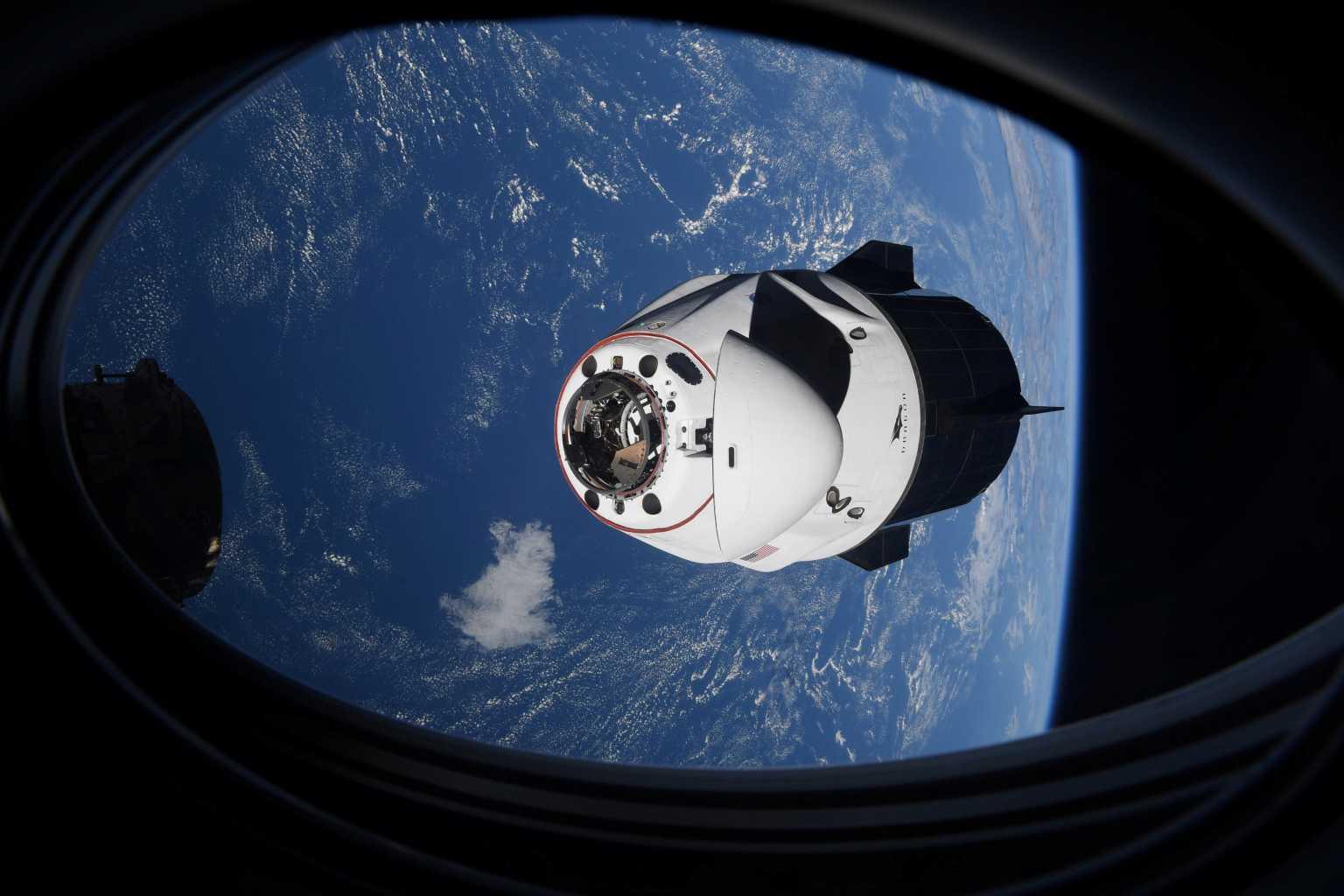 Επέστρεψε στη Γη η κάψουλα της SpaceX με τους 4 αστροναύτες από το Διεθνή Διαστημικό Σταθμό