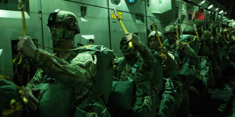 Swift Response: Νυχτερινά άλματα της περίφημης 82nd Airborne στην Εσθονία [pics]
