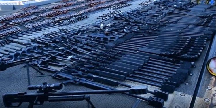 U.S Navy: Αποκάλυψαν και κατέσχεσαν οπλισμό αρκετό για ένα μικρό στρατό [vid]