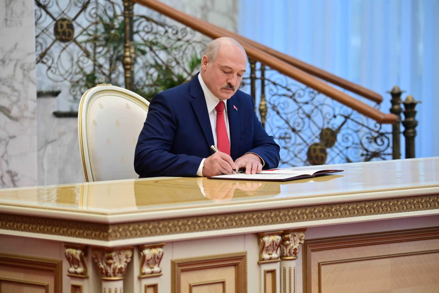 Κοινή δήλωση – κόλαφος κατά Λουκασένκο από ΕΕ, ΗΠΑ, Βρετανία και Καναδά – Νέες κυρώσεις από Βρυξέλλες