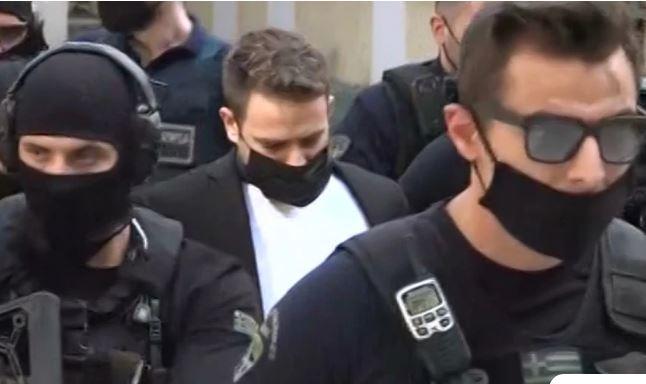 Γλυκά Νερά: Έφτασε στα δικαστήρια ο 33χρονος πιλότος με αλεξίσφαιρο γιλέκο