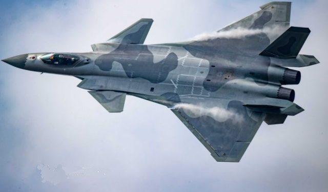 J-20: Η Κίνα αποκάλυψε τα αναβαθμισμένα μαχητικά πέμπτης γενιάς [pics]