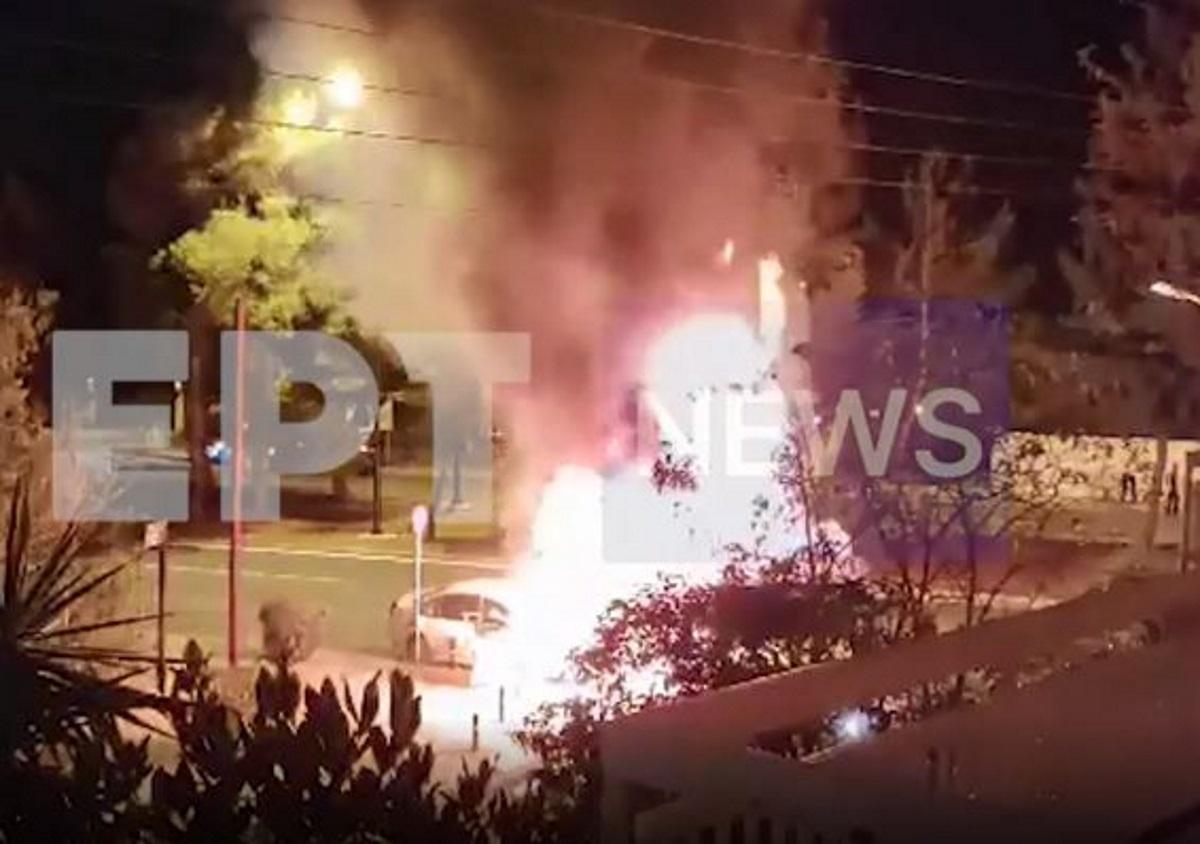 Βίντεο – ντοκουμέντο από το τροχαίο με τις εκρήξεις στο Καβούρι: Παρανάλωμα του πυρός τα αυτοκίνητα