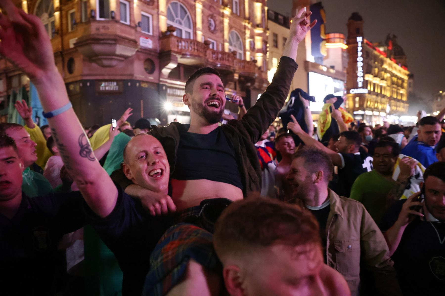 Αγγλία – Σκωτία: Μπύρα, τσακωμοί και 18 συλλήψεις στο Λονδίνο