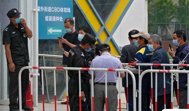Αυτό θα πει μαζικός εμβολιασμός: Η Κίνα εμβολιάζει 20 εκατ. πολίτες τη μέρα