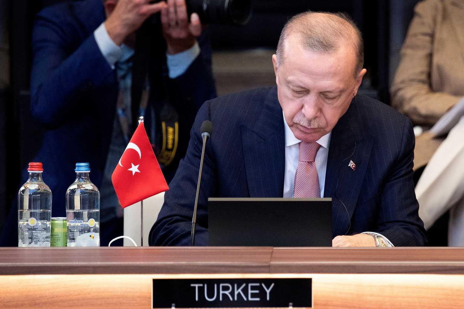 Σύνοδος ΝΑΤΟ: Κλάδος ελαίας από Ερντογάν πριν τη συνάντηση με Μητσοτάκη