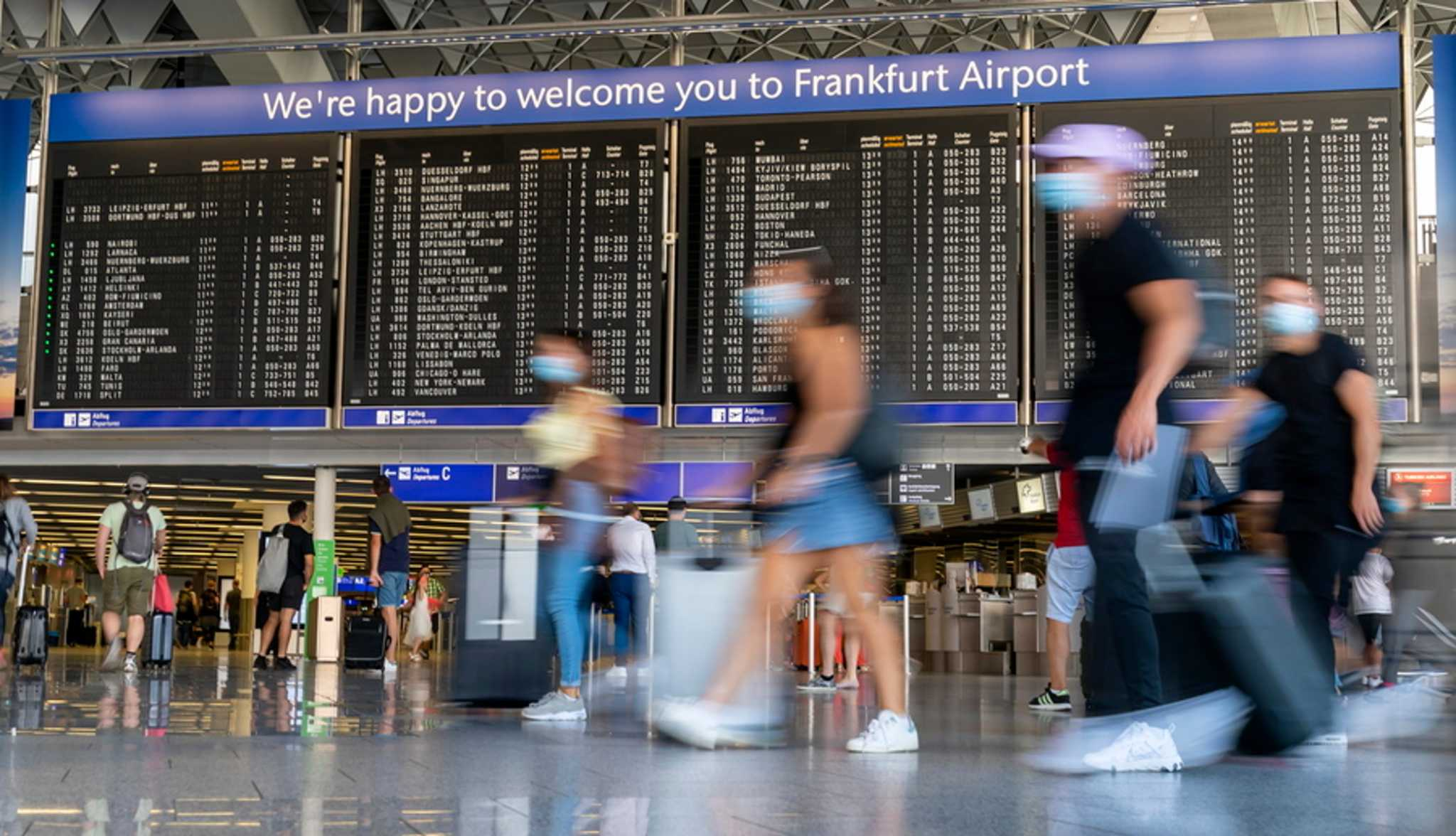Γαλλία: Είσοδος χωρίς τεστ για τους εμβολιασμένους ταξιδιώτες – Ποιοι εξαιρούνται