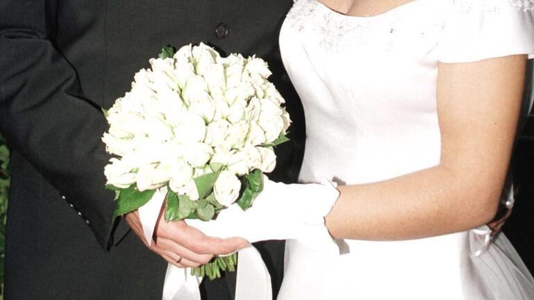 Γαμπρός και νύφη πιάστηκαν στα χέρια!