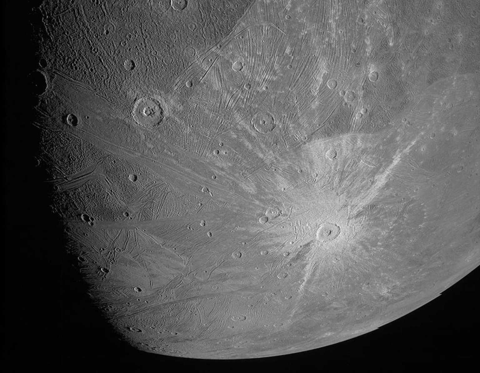 NASA: Αυτές είναι οι πρώτες κοντινές εικόνες του Γανυμήδη (pics, video)