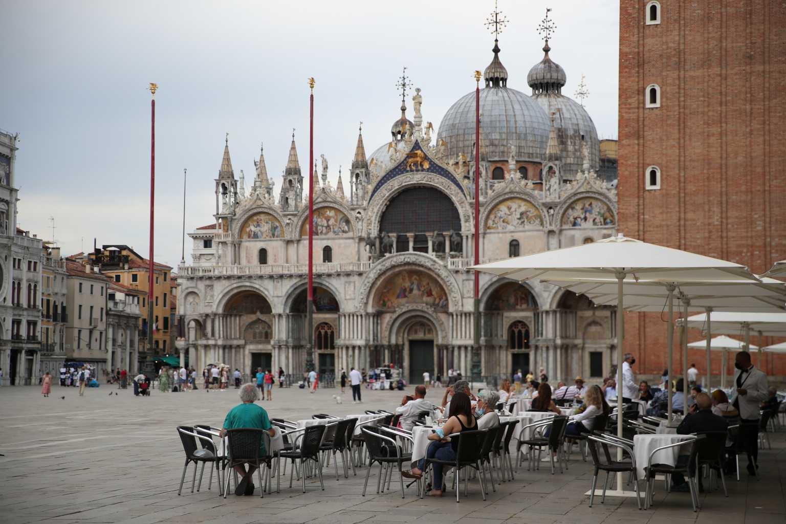 Κορονοϊός: 102 νεκροί σε 24 ώρες στην Ιταλία – Μειώνονται οι διασωληνωμένοι