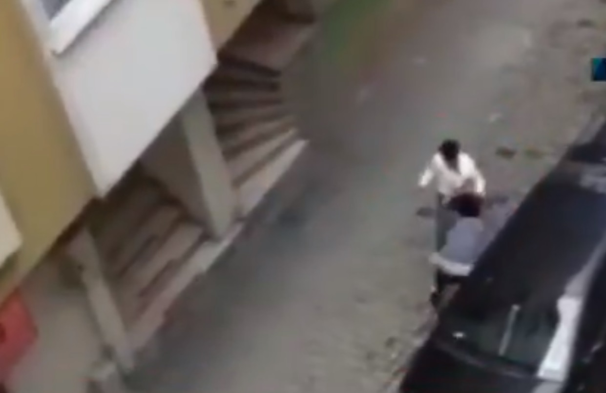 Σοκ στην Κωνσταντινούπολη: Άνδρας ξυλοκοπά με απίστευτη αγριότητα την έγκυο γυναίκα του