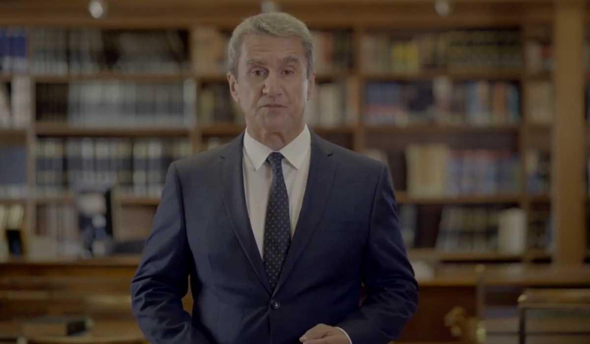 Ανδρέας Λοβέρδος: Με Carmina Burana «μπαίνει» στη μάχη της ηγεσίας με στόχο να επαναφέρει το ΠΑΣΟΚ