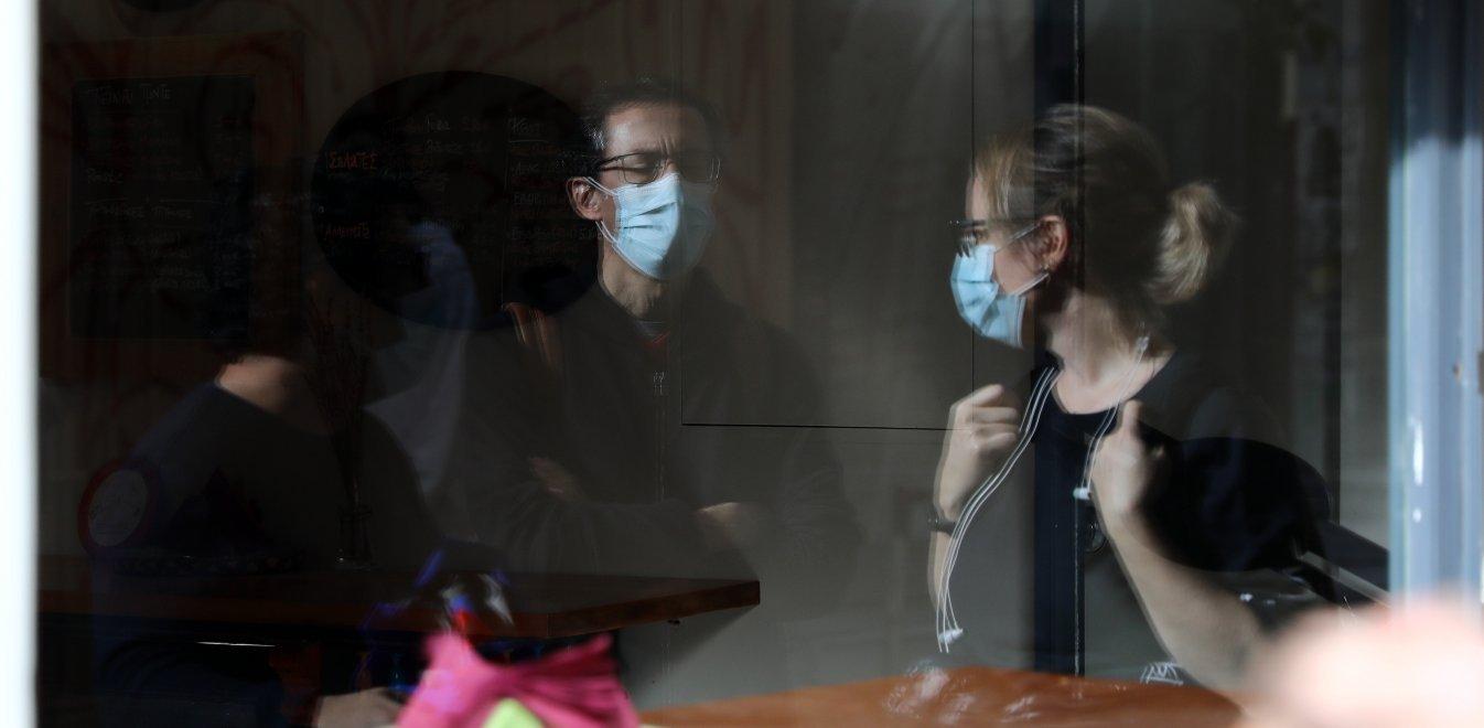 Κορονοϊός – Στο τραπέζι το «προνόμιο»: Χωρίς μάσκα οι εμβολιασμένοι από 1 Ιουλίου