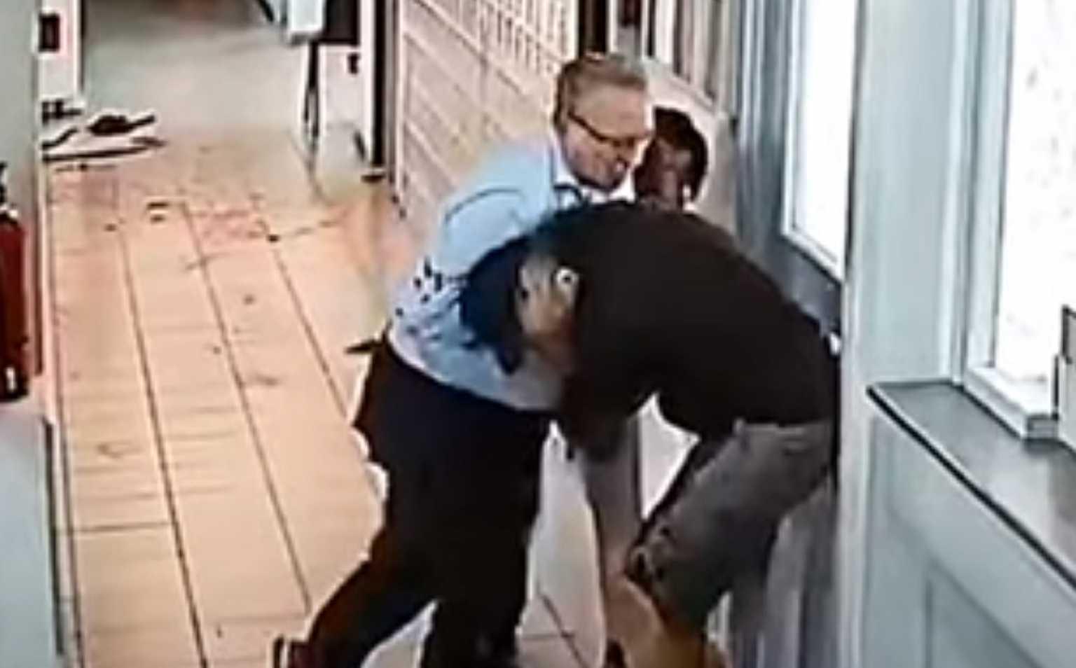 Δίκη για την επίθεση με τσεκούρι στη ΔΟΥ Κοζάνης: «Γλιστρούσαν τα χέρια μου από το αίμα»