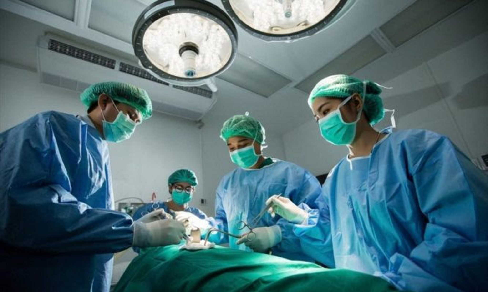 Πάτρα: Στο χειρουργείο με μια σφαίρα να του έχει παραμορφώνει το πρόσωπο – Η μάχη των γιατρών