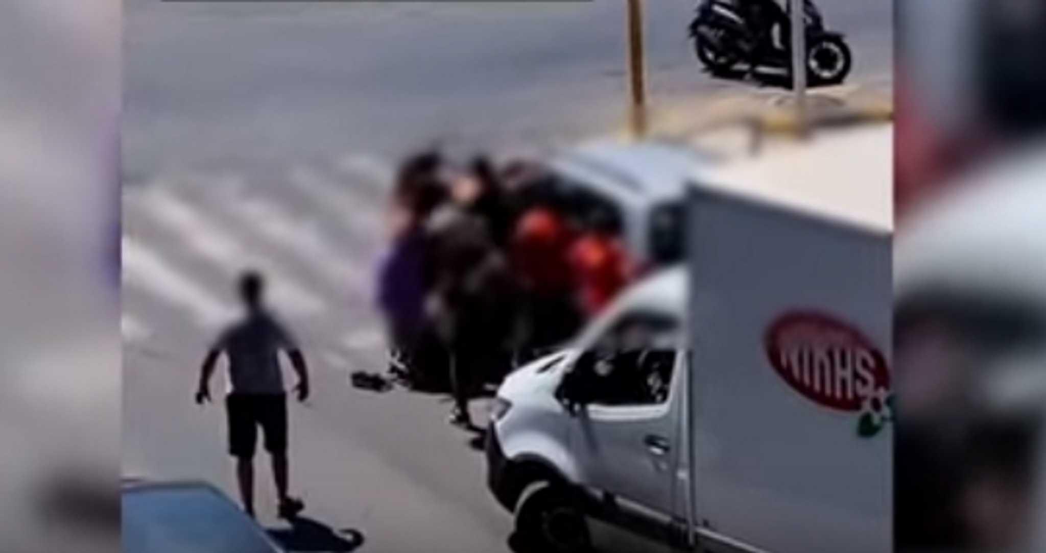 Χανιά: Άγριο ξύλο με κλωτσιές και μπουνιές μπροστά σε ιερέα – Σάλος για τα 44 δευτερόλεπτα βίας