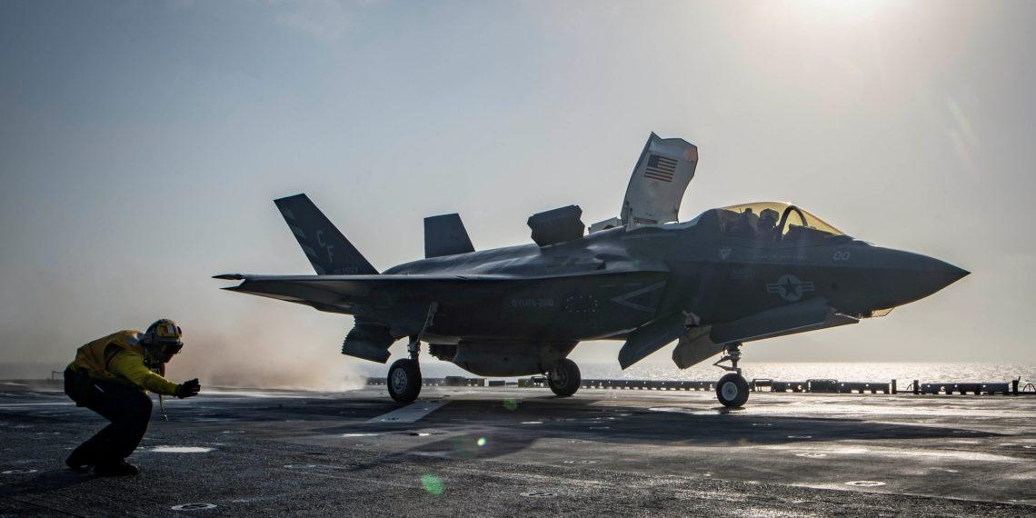 Απίστευτη ζημιά στα F-35: Κεραυνοί κατέστρεψαν δύο stealth μαχητικά
