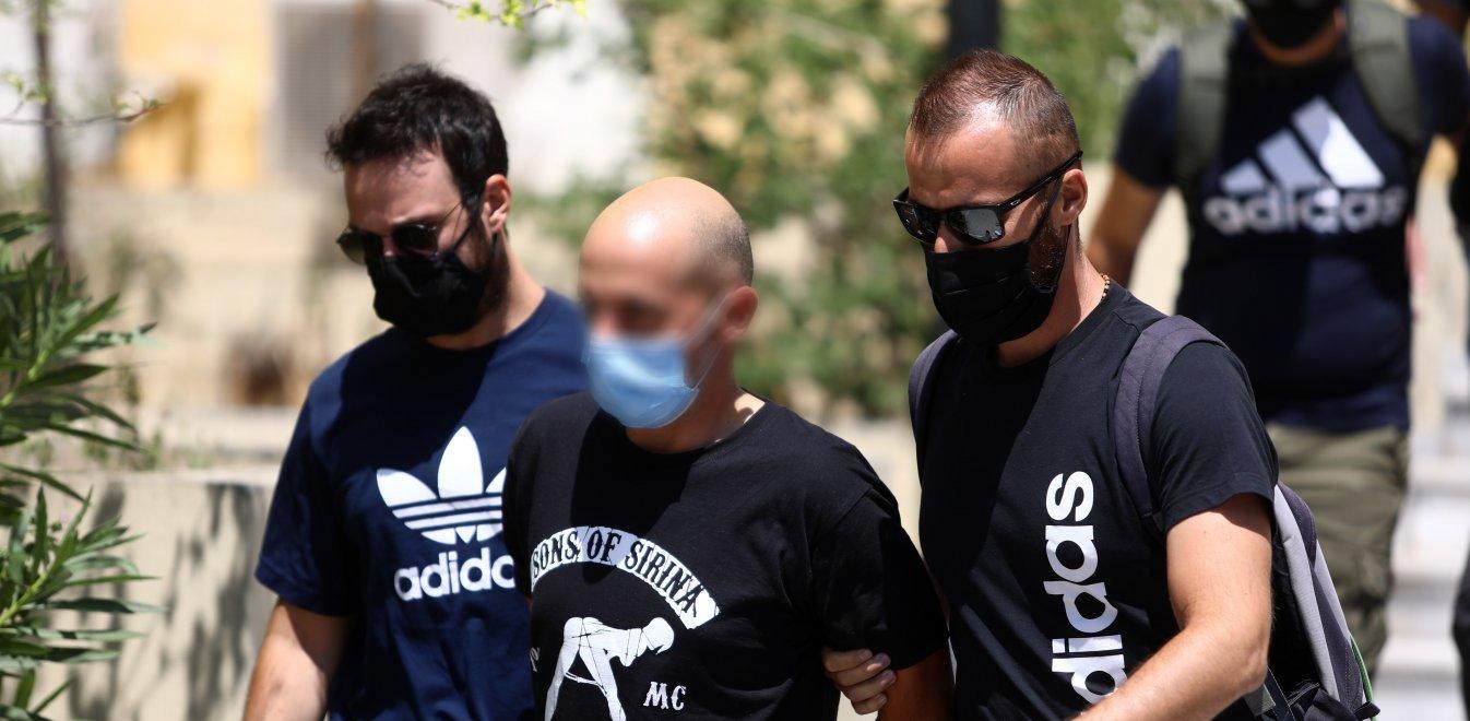 Ηλιούπολη: «Το παιδί του αστυνομικού ζούσε μέσα στα ναρκωτικά και την κακοποίηση» – Τι δηλώνει η δικηγόρος της πρώην συντρόφου του