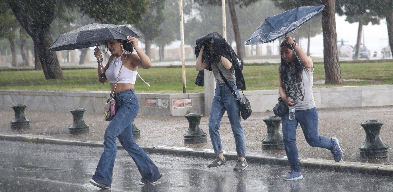 Καιρός: H «ψυχρή λίμνη» έφτασε στη βόρεια Ελλάδα με βροχές και καταιγίδες